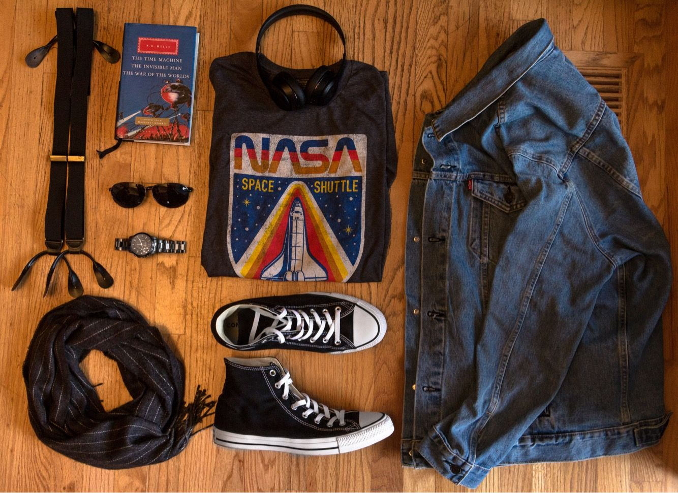 80 S Vintage Style Men S Fashion Flat Lay Grid Excellent Stylish Look Brings Classic Vintage Vibes Together Aesthetic Clothes Denim Shirt Style Nasa Clothes