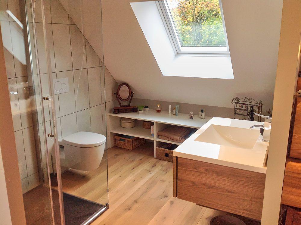 Salle de bain maison en 2019 salle de bains combles salle de bain mansard e et salle de - Etabli salle de bain ...