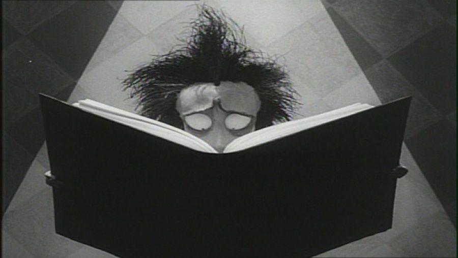 Vincent, el cortometraje de Tim Burton tributo a Vincent Price y Edgar  Allan Poe (1982) - Cultura Inquieta | Tim burton, Edgar allan poe, Arte de tim  burton