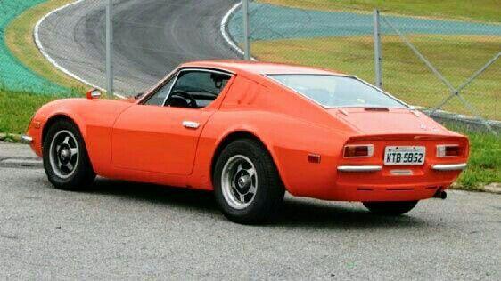 Puma GT - looks like a shrunken Miura   Classic sports cars, Merc ...