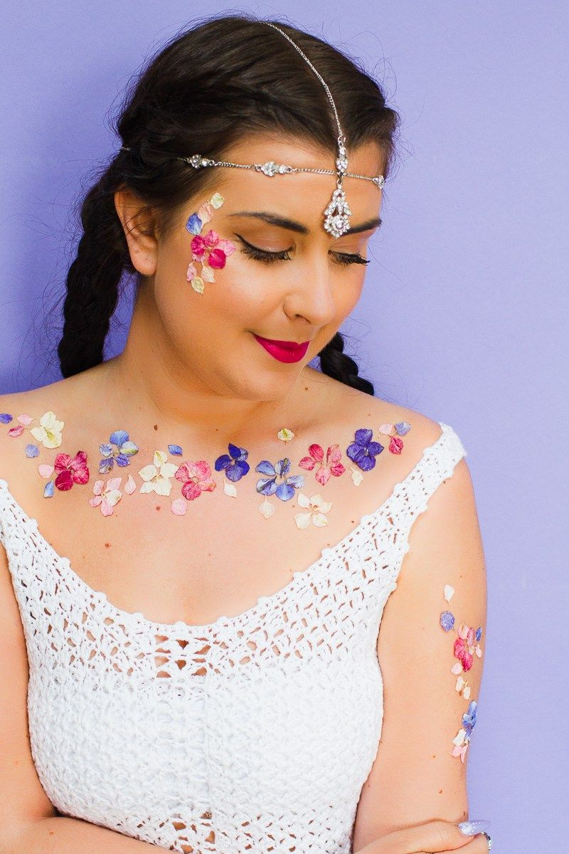 Photo of THESE DIY TEMPORARY FLOWER TATOOS WILL GIVE YOU SERIOUS FESTIVAL VIBES! | Bespoke-Bride: Wedding Blog