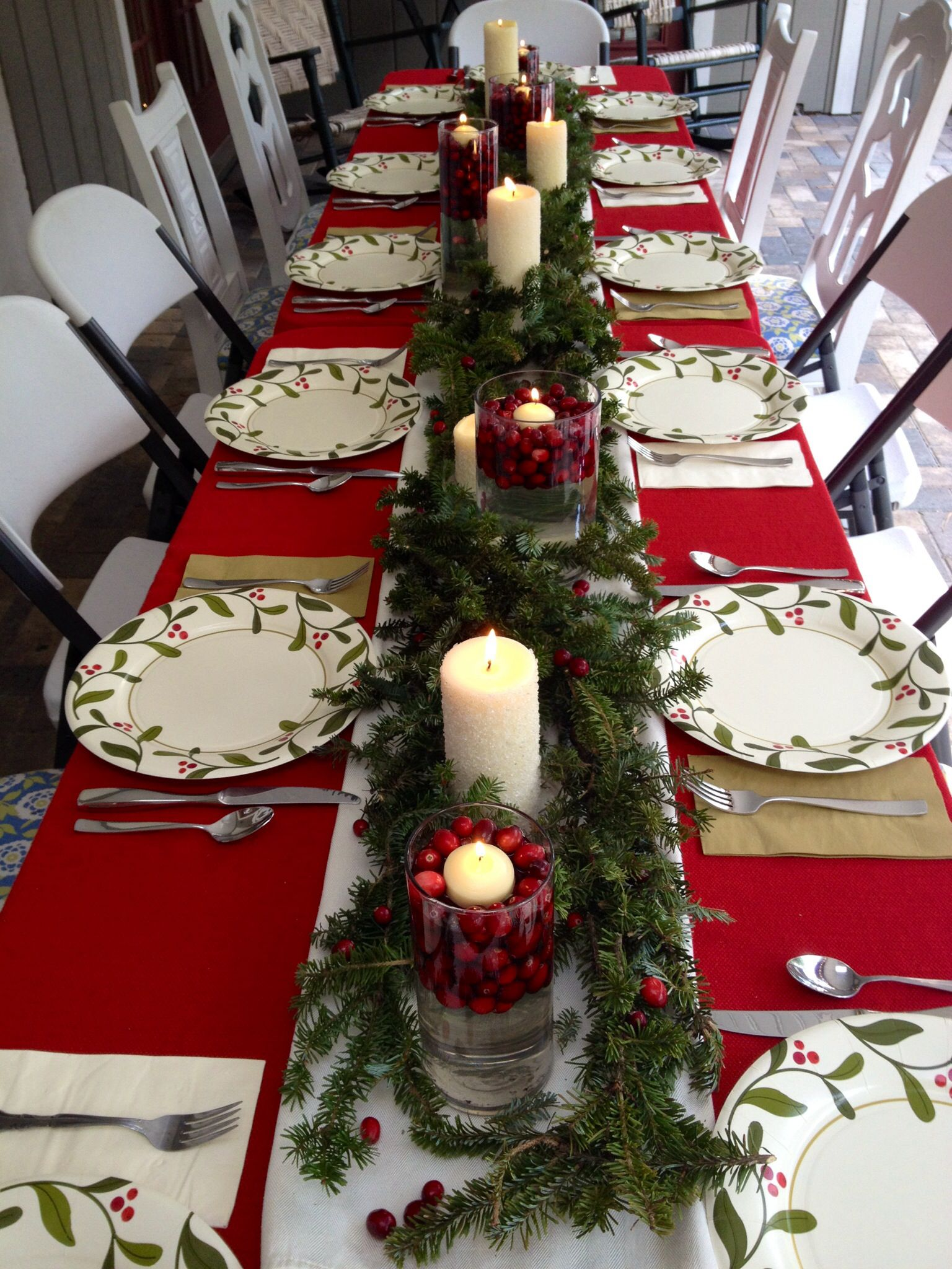 Simple Christmas Table Decor and those are paper plates