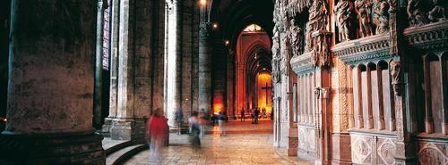Nel 1194 un incendio devastò parzialmente la Cattedrale di Chartres, ci vollero 26 anni per ricostruirla #UnaSettimanaUnSito #ViaggiFrancia #RDVFrance #Francia #Unesco #PatrimonioMondialeUnesco #Chartres #CattedralediChartres #FranceUnesco #FranciaUnesco #ValledellaLoira