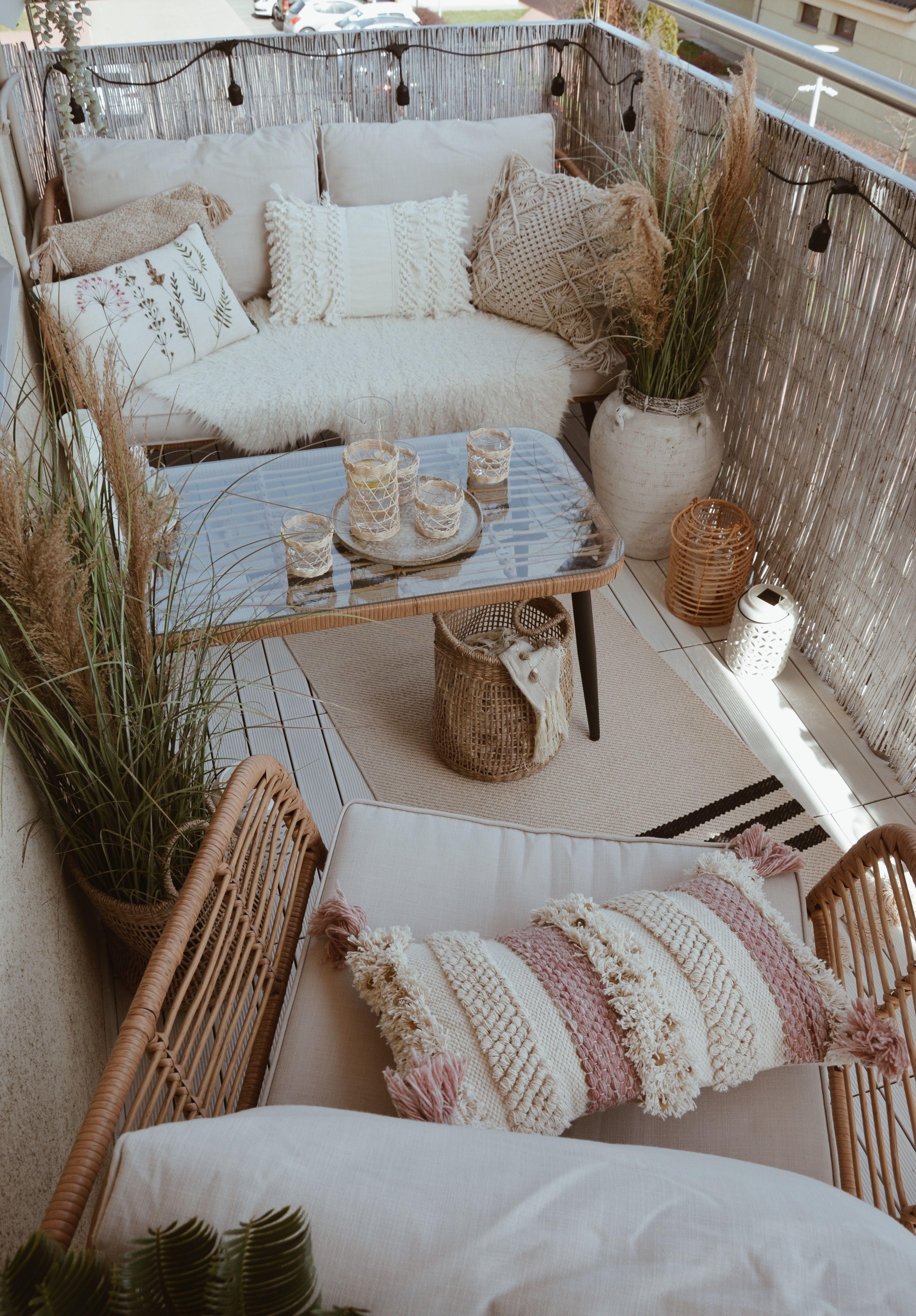 So schön sind kleine Balkone!            DEPOT 💚 📸 IG: @marta_wojtysiak