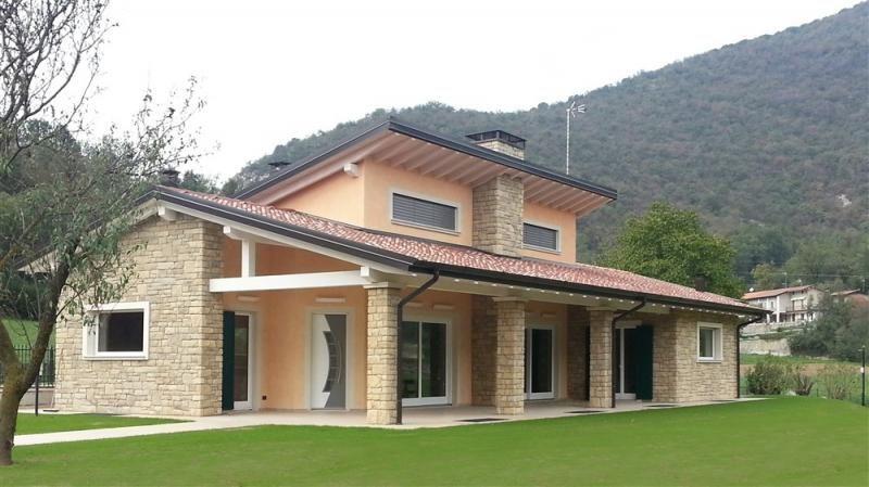Casa in legno modello provaglio di raro haus portico nel for Modelli di case