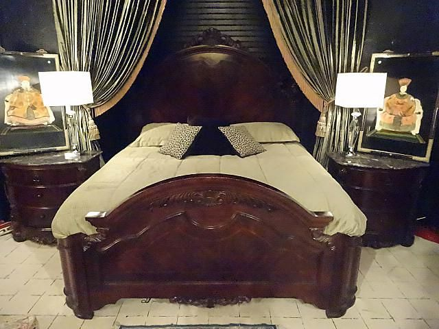 Collezione Europa King Bedroom Set With Bed 2 Nightstands