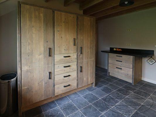 Keukenkast Op Maat : Grote steigerhouten keukenkast op maat landelijke keukens pinterest