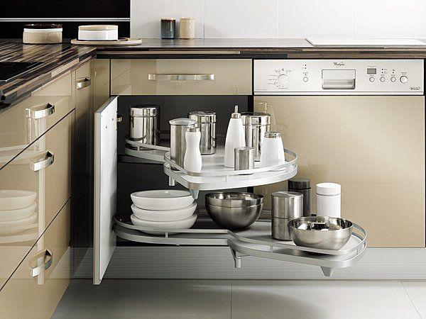 Le placard d\u0027angle exploite la totalité du volume grâce au système d - amenagement placard d angle cuisine