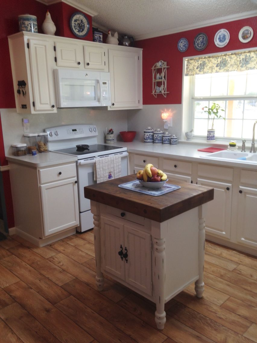 My Red Kitchen With Blue Willow Decor