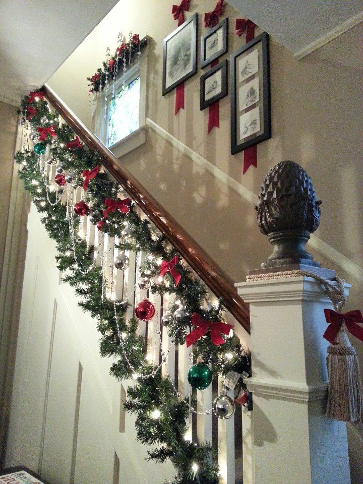 Christmas banister i like the use of garland at both for Stair railing decorated for christmas