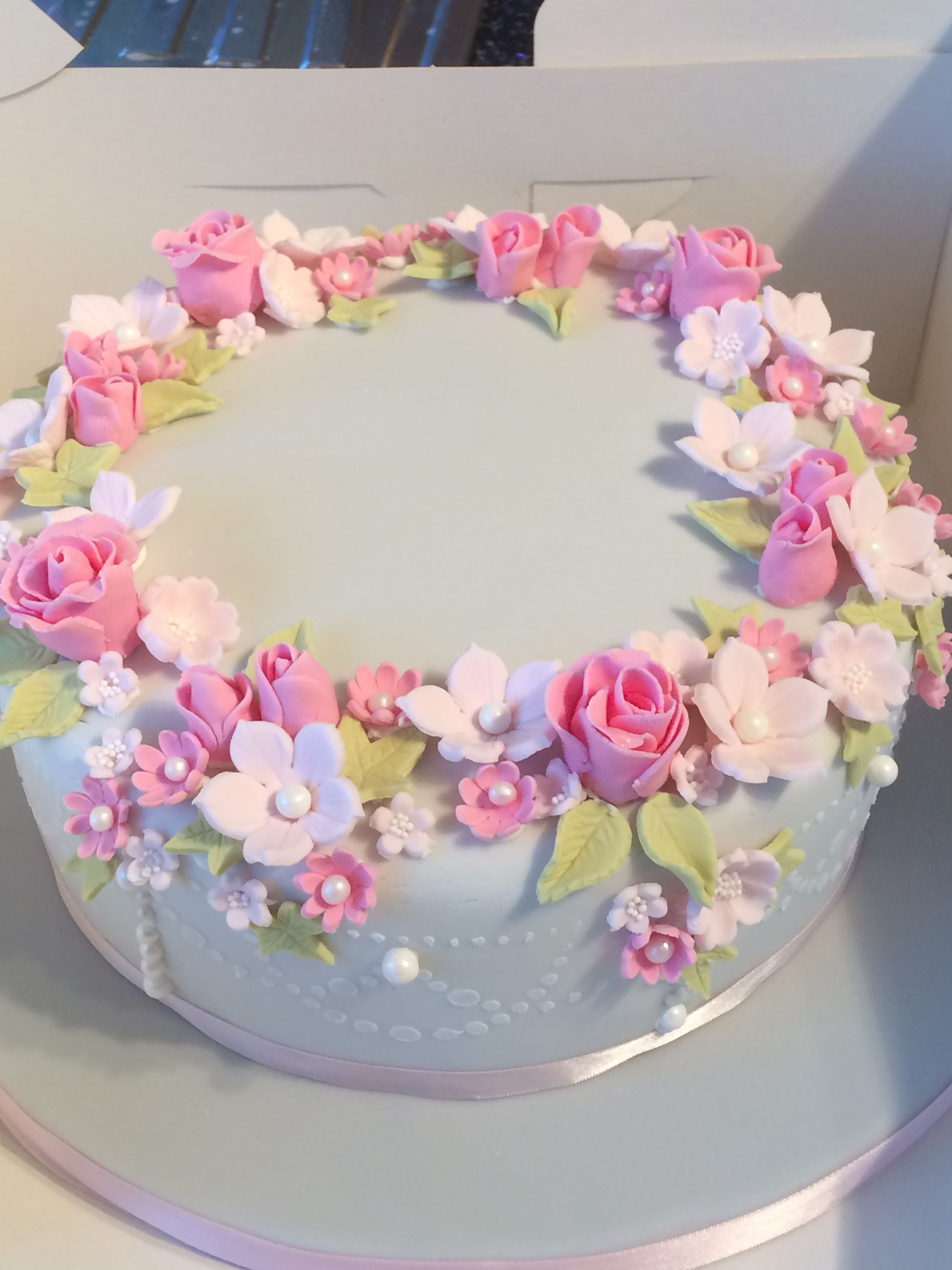 Pretty flower wreath celebration cake tortai