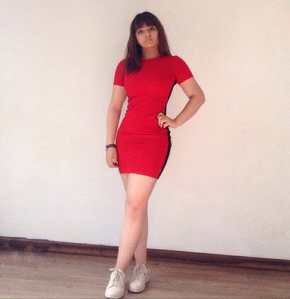 .. . .   #aburrida     #red     #dress     #model     #modeling     #girl     #tumblr     #fotostumb...
