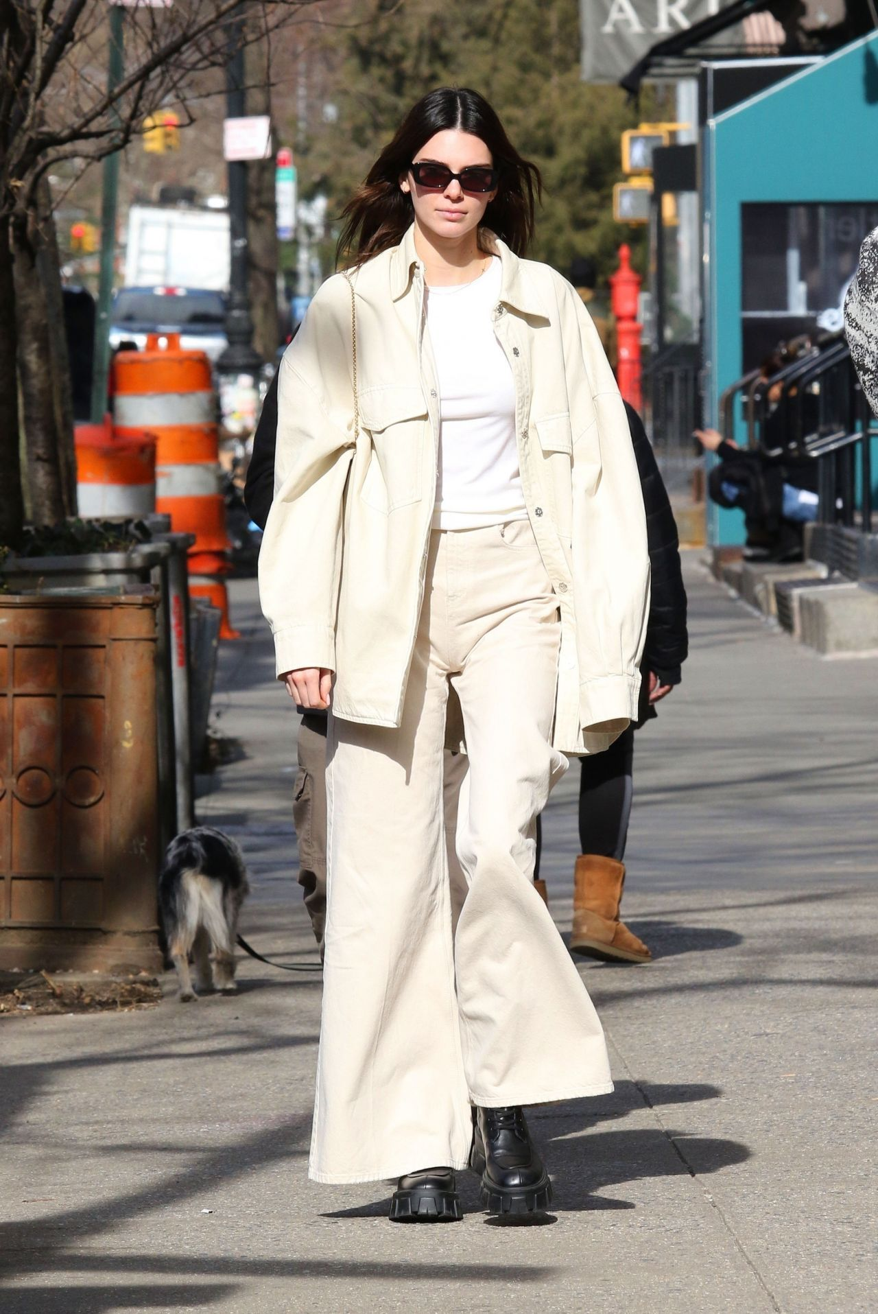 Kendall Jenner Out in New York 02/24/2020. #kendalljenner #kendalljennerstyle #celebrity #fashion #clothing #closet #celebrityfashion #celebritystyle  #celebritystreetstyle #streetfashion #streetstyle #jennersisters #hollywood #hollywoodlife