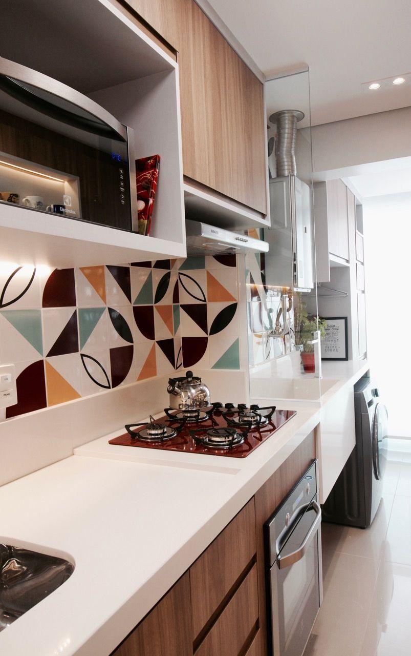 Cozinha Com Cooktop Vermelho E Azulejos Coloridos Decora