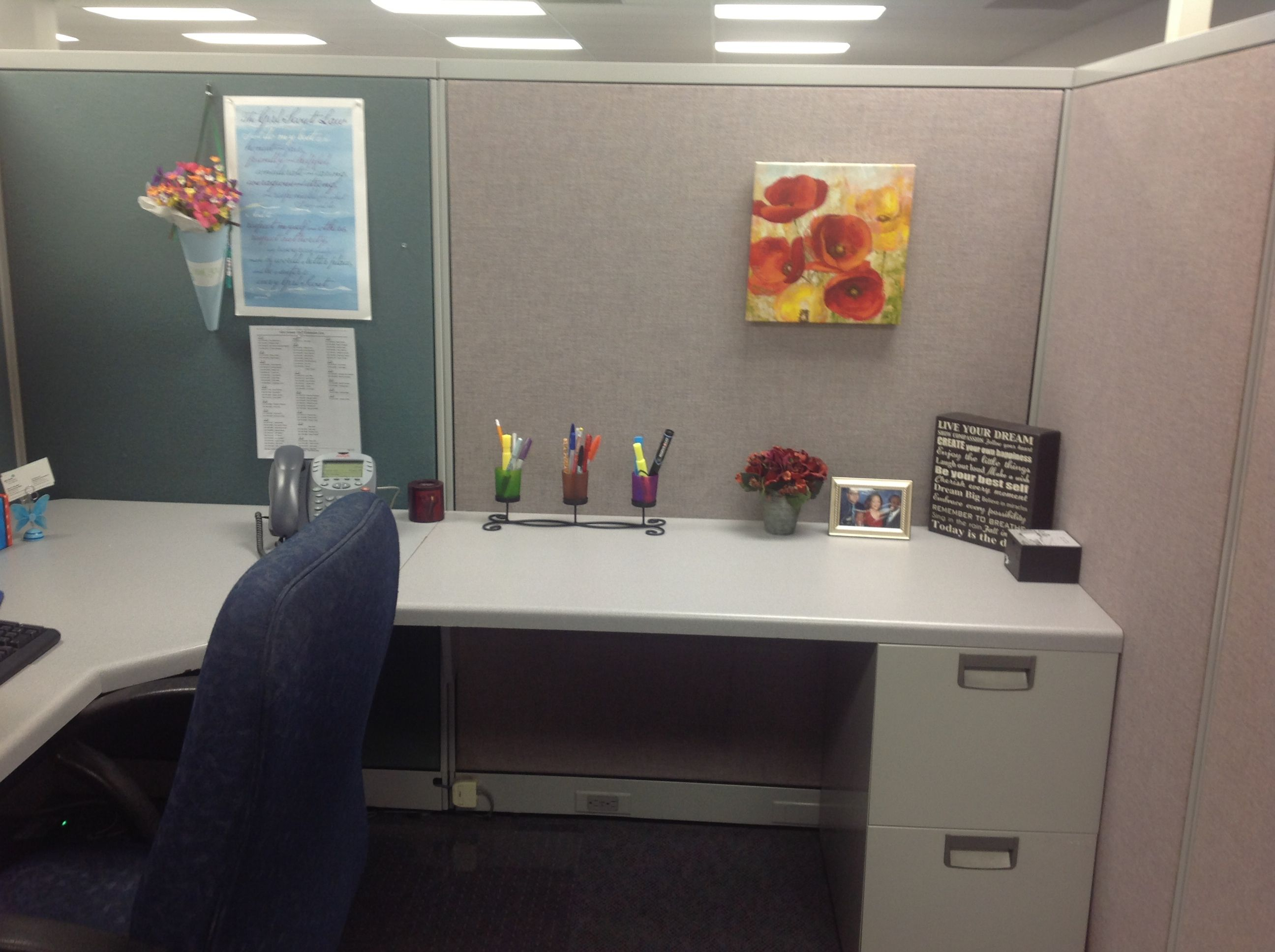 Simple cubicle decor Decor, Office space decor, Cubicle