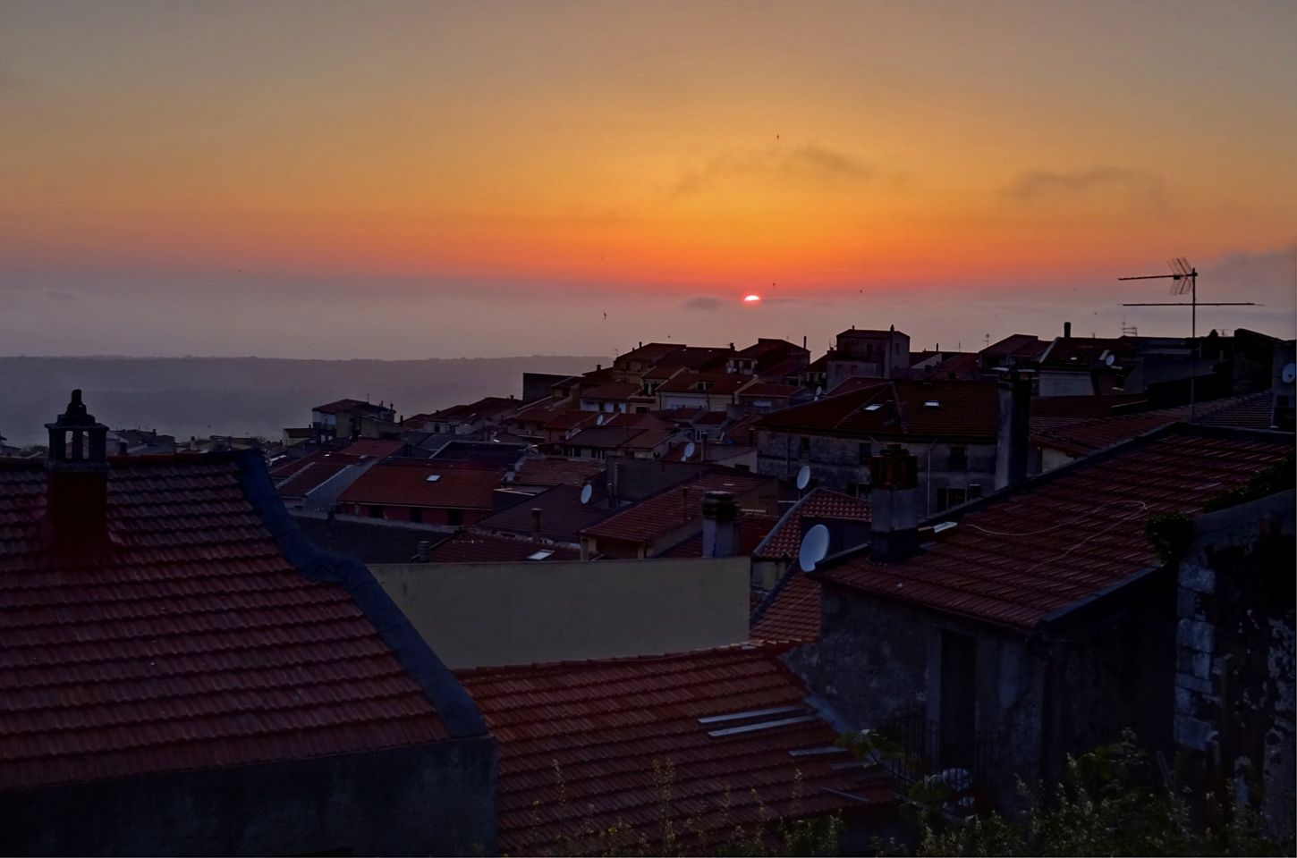 Osilo, the roofs at sunset.
