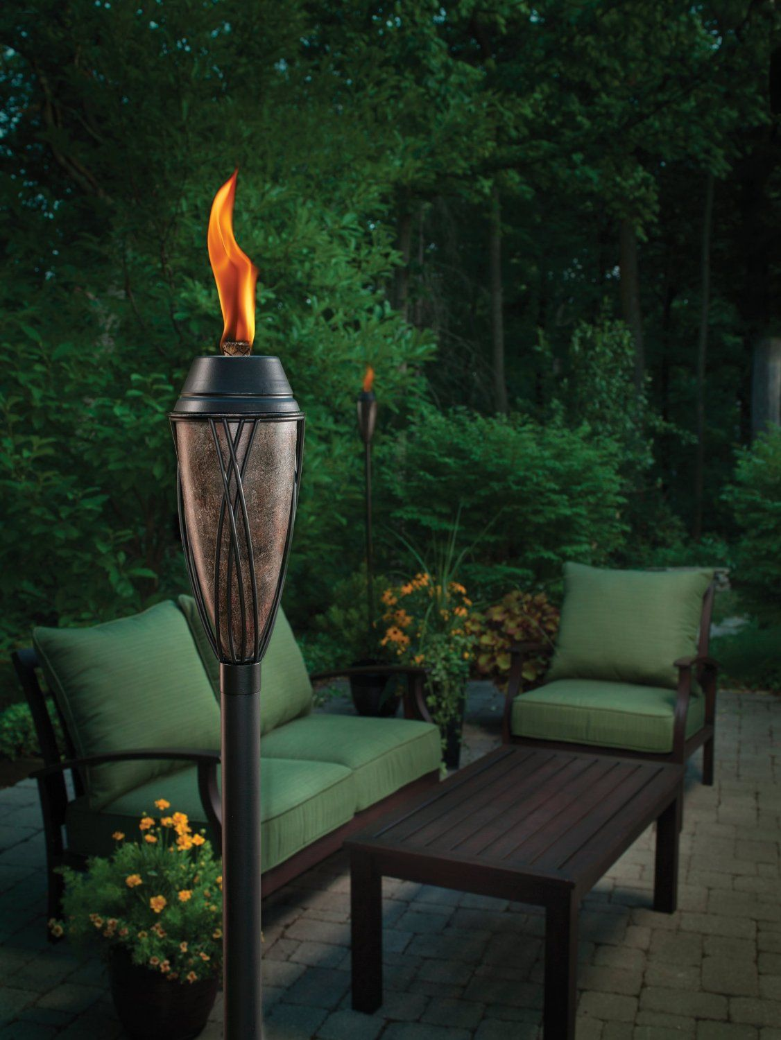 amazon com tiki 1111218 lamplight flame and solar torch patio