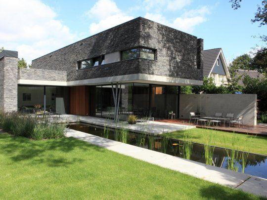 Moderne tuin met vijver outdoor gardens pinterest for Tuin inspiratie modern