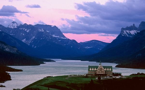 Prince Of Wales Hotel Waterton Lake National Park In Canada Sister To Glacier