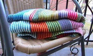 Photo of Strikk og stoff: Gaver: Rettegulvet teppe laget av restegarn