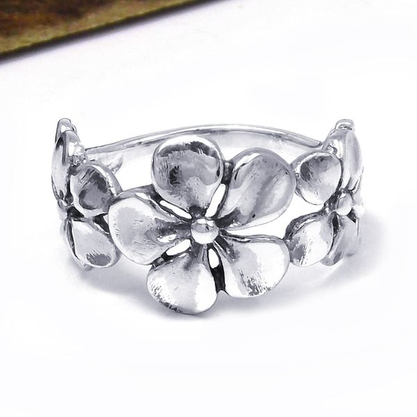 7f4c3705f94d Hawaiian Style Triple Flower .925 Silver Ring (Thailand) - Overstock™  Shopping - Great Deals on Aeravida Rings