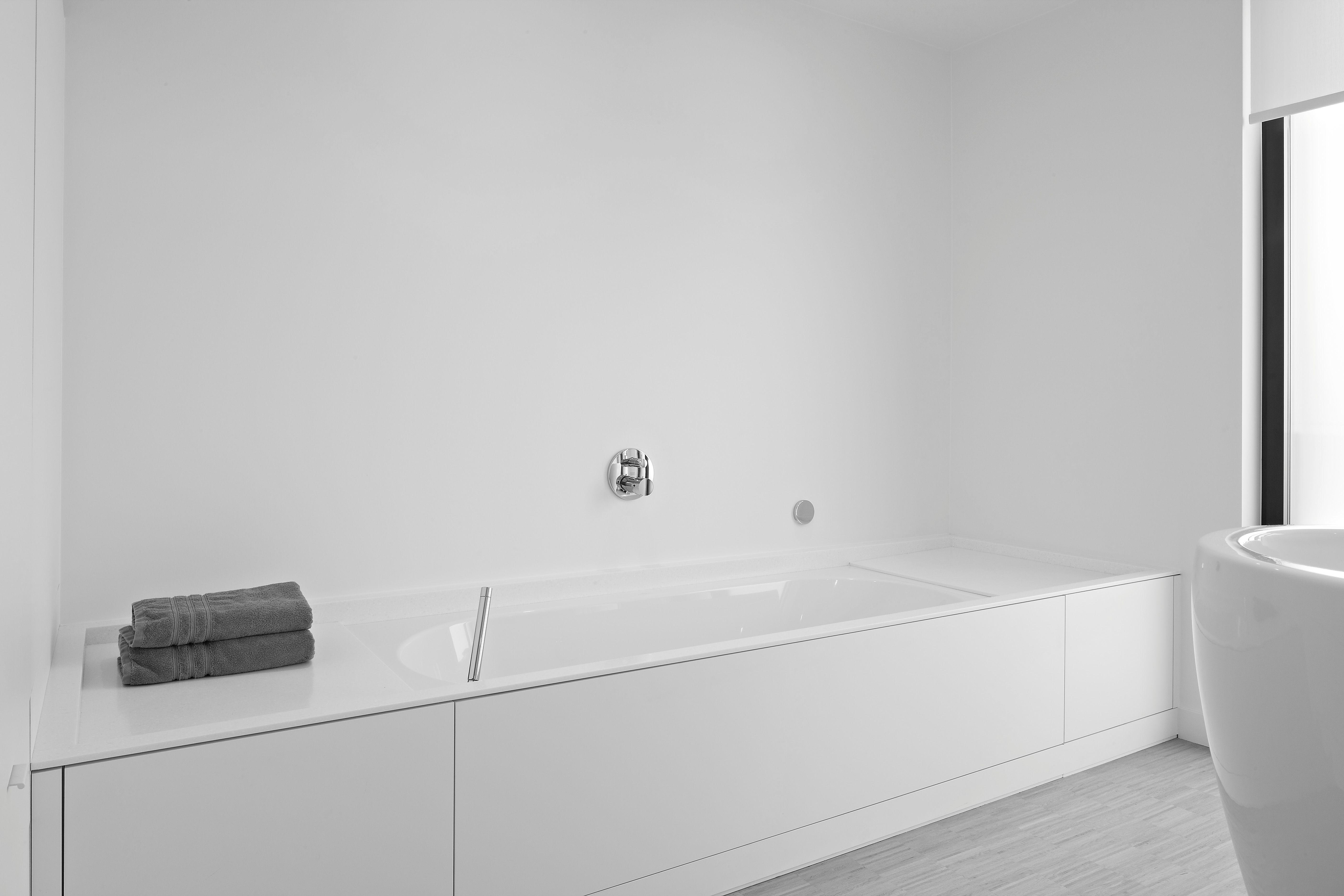 Bathroom with corian i deco lust white bathrooms badkamer
