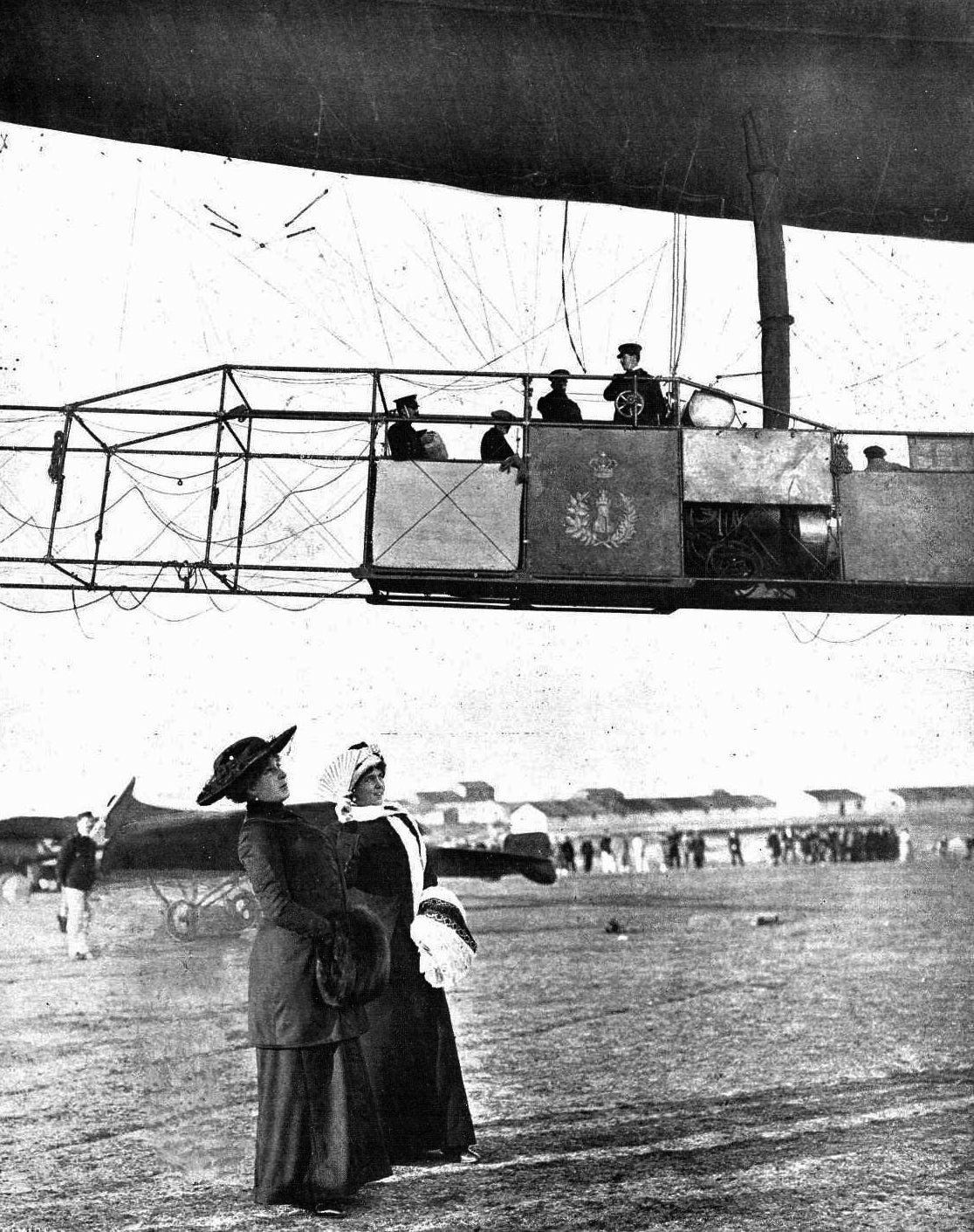 King Alfonso XIII of Spain showing off for the press aboard the airship España in 1913 while consort Victoria Eugenia stays on land.
