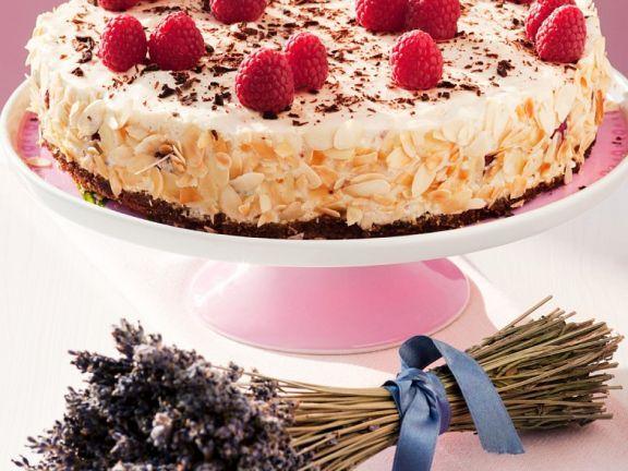 Torte mit Himbeeren und Sahne ist ein Rezept mit frischen Zutaten aus der Kategorie Beerenkuchen. Probieren Sie dieses und weitere Rezepte von EAT SMARTER!