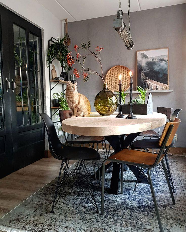 Als je van stoere interieurs houdt ook  Ben je een plantenliefhebber, op zoek naar inspiratie voor sfeervolle hoekjes in huis etc   is part of Beautiful dining rooms -
