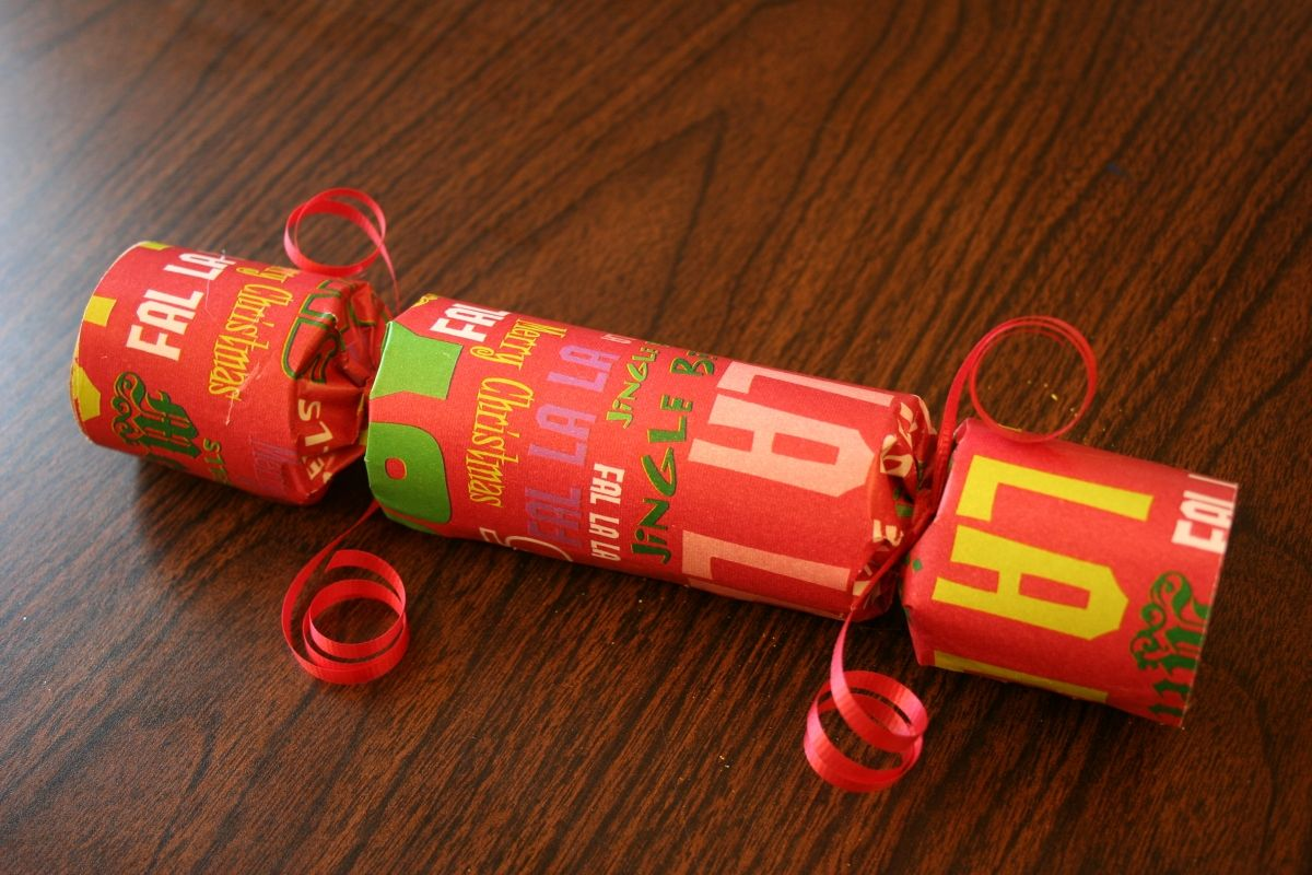 Christmas crackers plus paper crown directions christmas crackers how to make make your own christmas crackers indie arts and crafts tutorials and crafting tips embrace the diy crafting ethic solutioingenieria Image collections