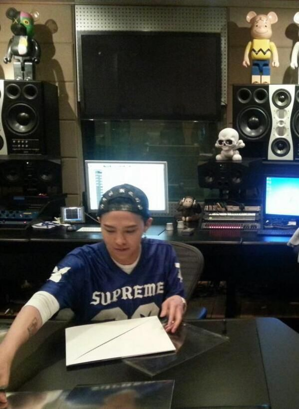 G-Dragon at YG Studios from the G-Market Contest (140513)