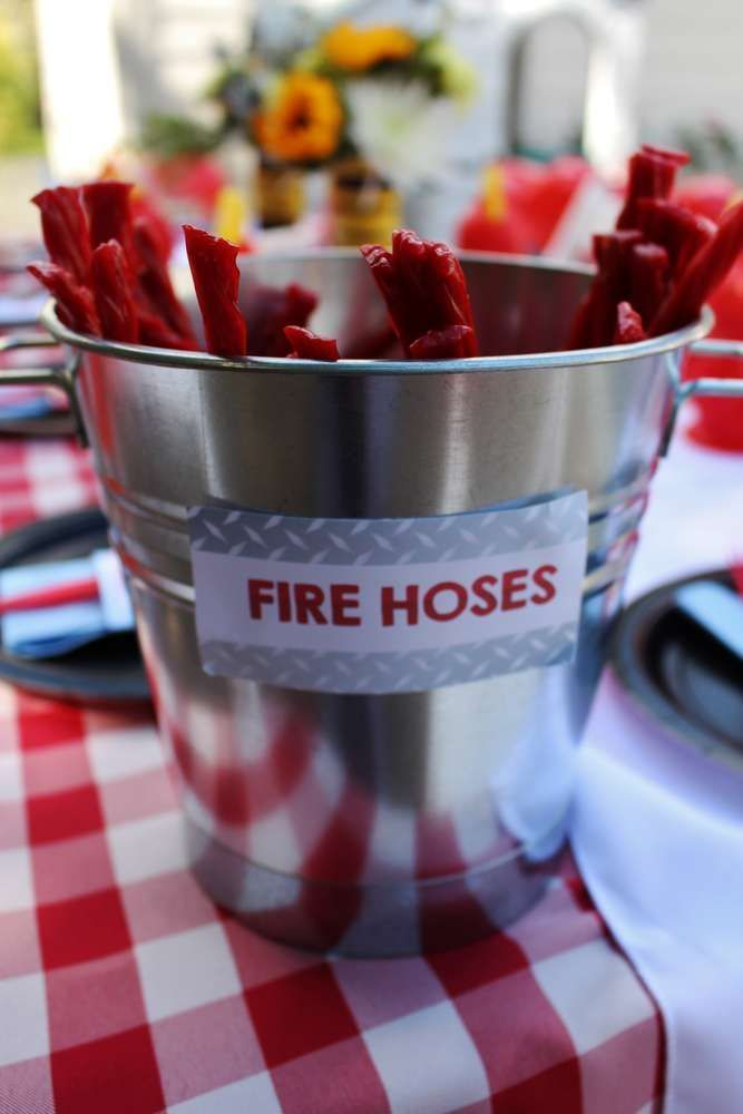 Feuerwehr Party Eine Schone Idee Fur Das Essen Zu Unserer Feuerwehr Party Da Werden Die Kinder Geburtstagsideen Party Zum 50 Geburtstag Feuerwehrmann Party