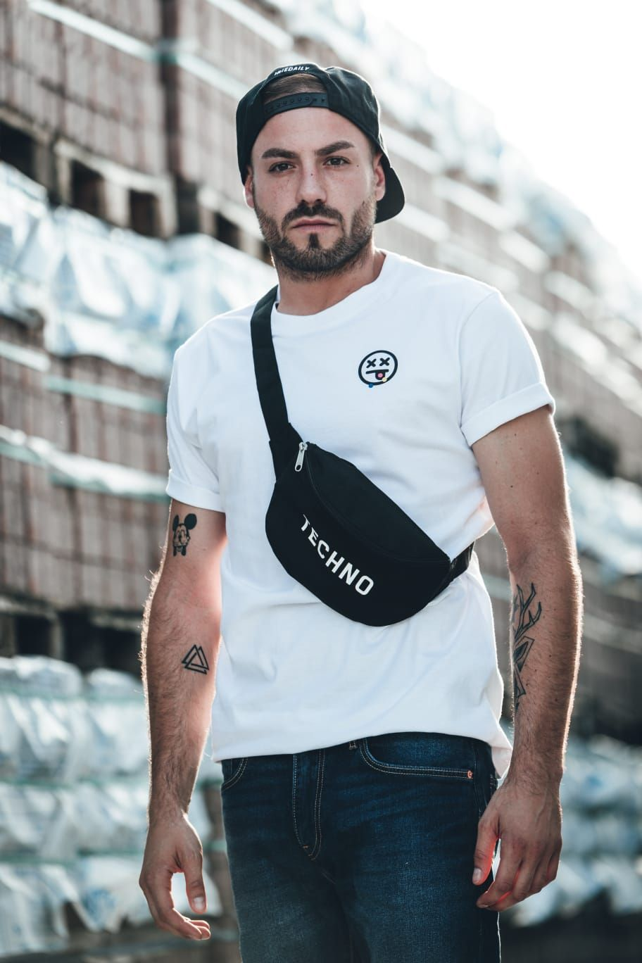 Perfekt für deinen nächsten Rave: Unsere Techno Bauchtasche 👊 #ravexclothing   ⚡🔊 RAVE Clothing® Online-Shop 👉 www.rave-clothing.com  #raveclothing #ravefashion #technoshirt #techno #natureonefestival #technomerchandise #raven #technomusic #technoliebe #rave #raveboy #ravefamily #raveparty #technolife #technolove #technokind #raver #technodance #clubwear #technoboy #electronicmusic #lovetechno #technoparty #ilovetechno #letstechno #festival #ravelife #techhouse #technosquad