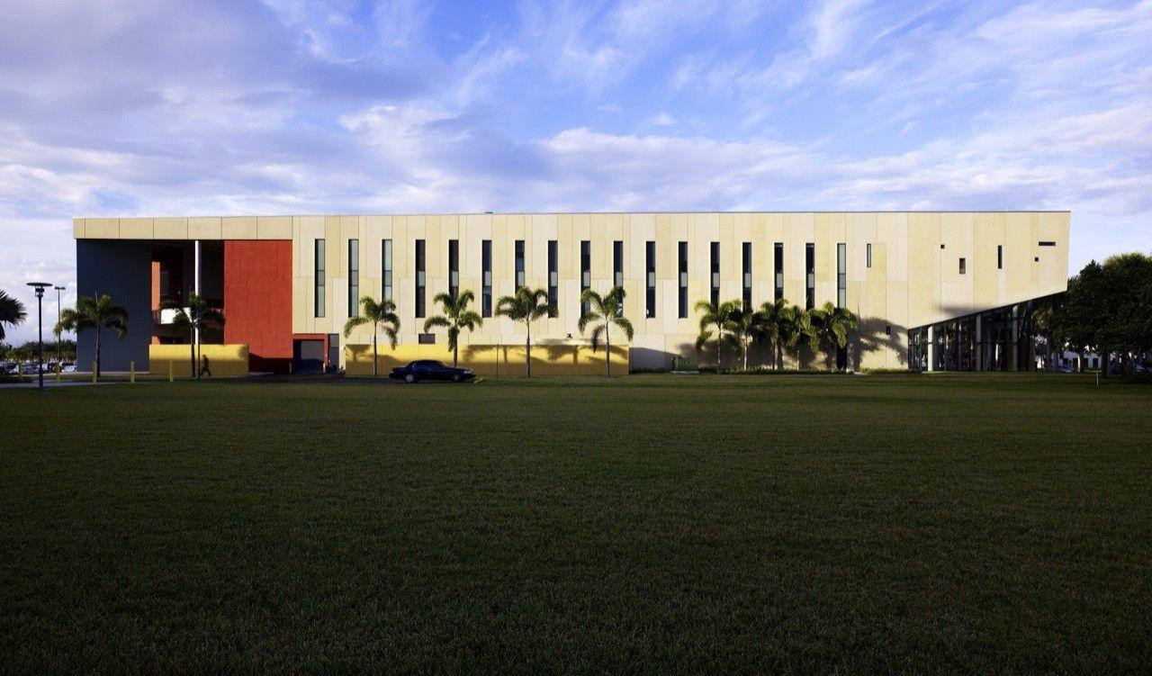 Gallery of FIU Chapman Graduate School of Business / KPF