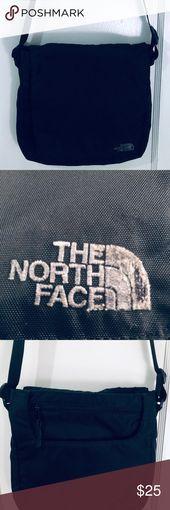 THE NORTH FACE BLACK NYLON CROSS BODY BOLSA DE VIAJE EL BOLSO ESTÁ EN EXCELENTES CONDICIONES …