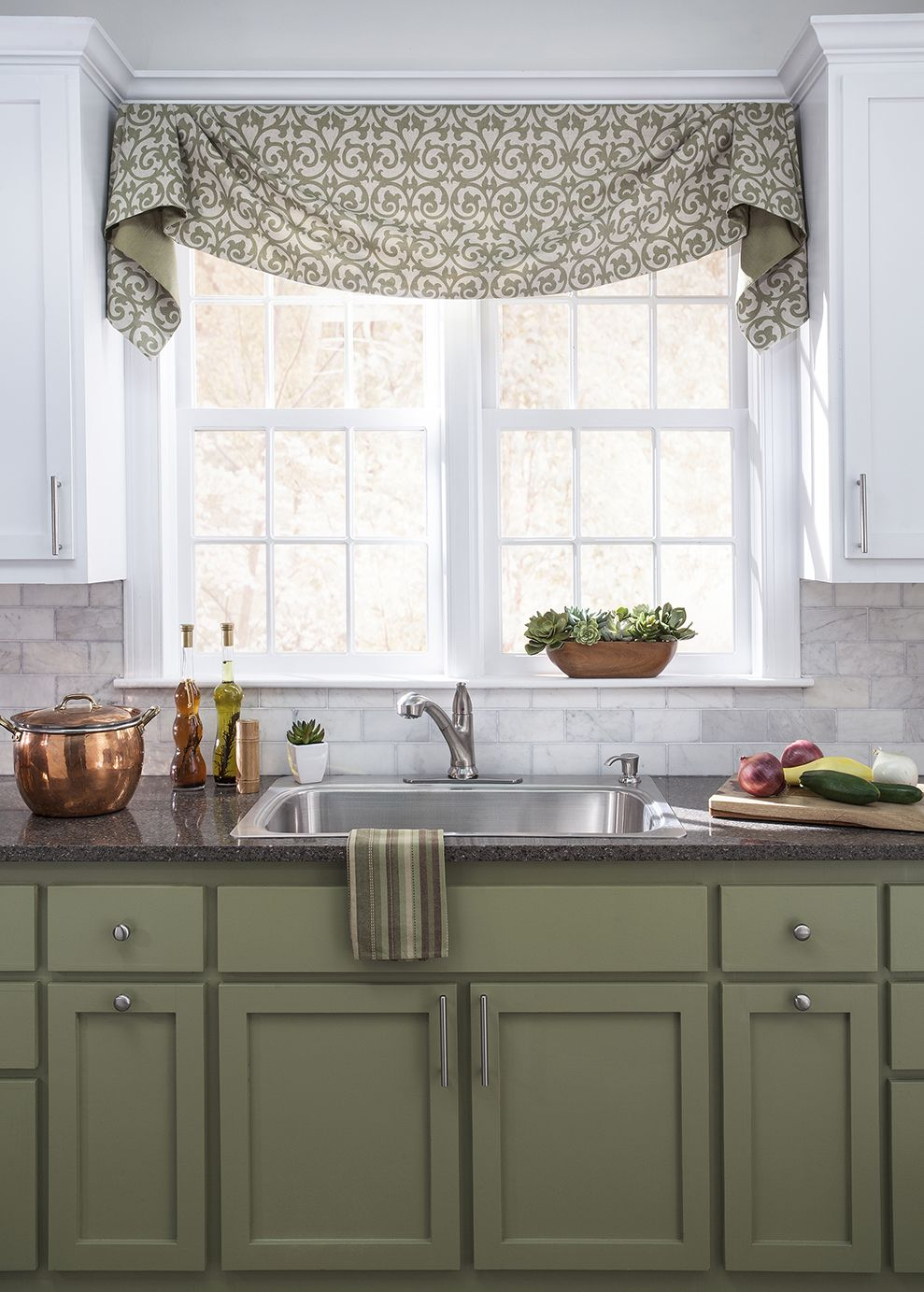 Kitchen Valance Delta Pull Down Faucet Flowing Fabrics And Coordinating Colors Are A Win In This Gorgeous Trendy