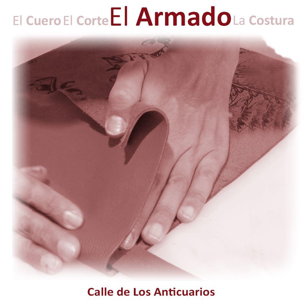 El Armado. Unir todas las piezas que darán vida a un proyecto en cuero requiere de delicadeza, paciencia y mucho amor por el trabajo. Empalmar, untar pegantes, martillar con cuidado, hacen de este proceso uno de los mejores exponentes de la sutileza y refinamiento del trabajo con el cuero. #tallermartinezc #haceramano #artesania#handmade #handbag #Bogota #Medellin #Manizales #Bucaramanga #Cali #artesaniasdecolombia #leather #moda #mujer #fashion #hechoamano