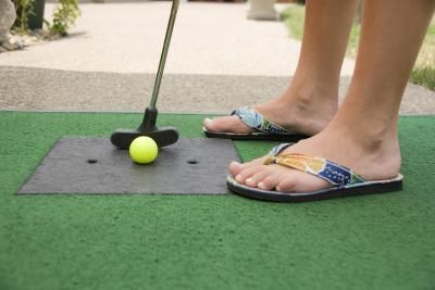 Golf Course Wedding Make your own mini putt putt in the ...