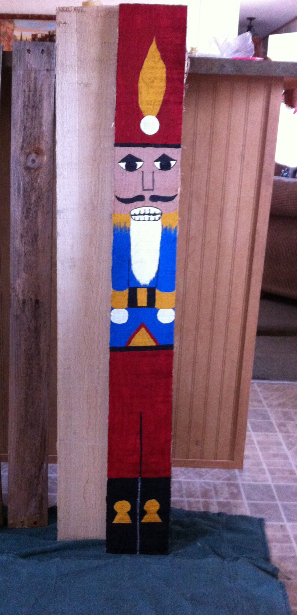 How to make a nutcracker christmas decoration - Nutcracker Pallet Board For Christmas Yard Decor