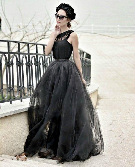 Paris Sue - Madameamour Tutu, Oasap Top, Boohoo Floral Crown - Life is like a Tim Burton movie