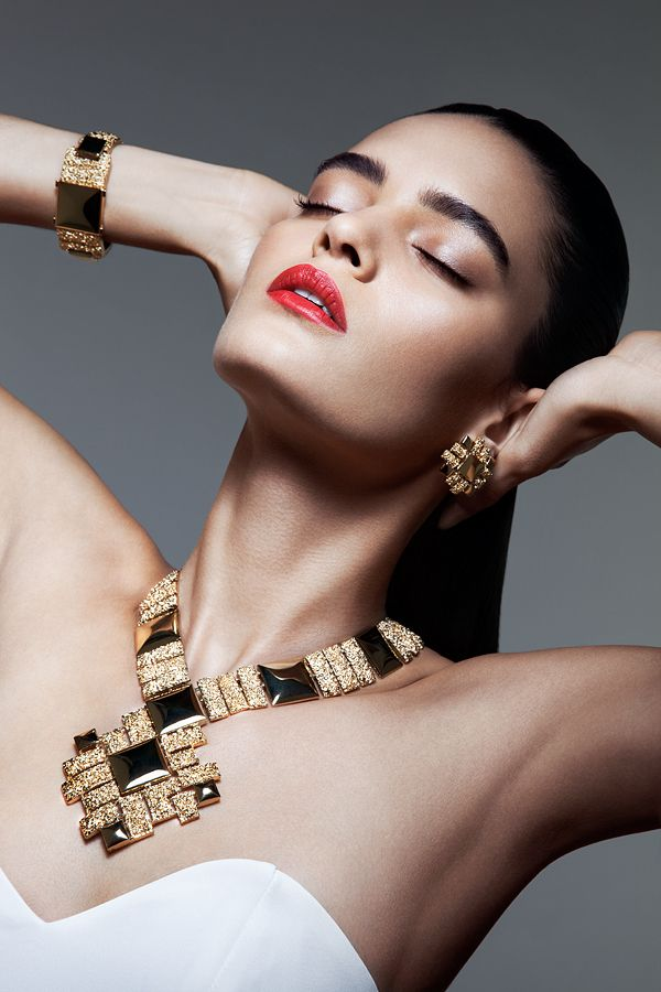 9dd043e4a6a84 Vintage Jewelry Editorial by Alex