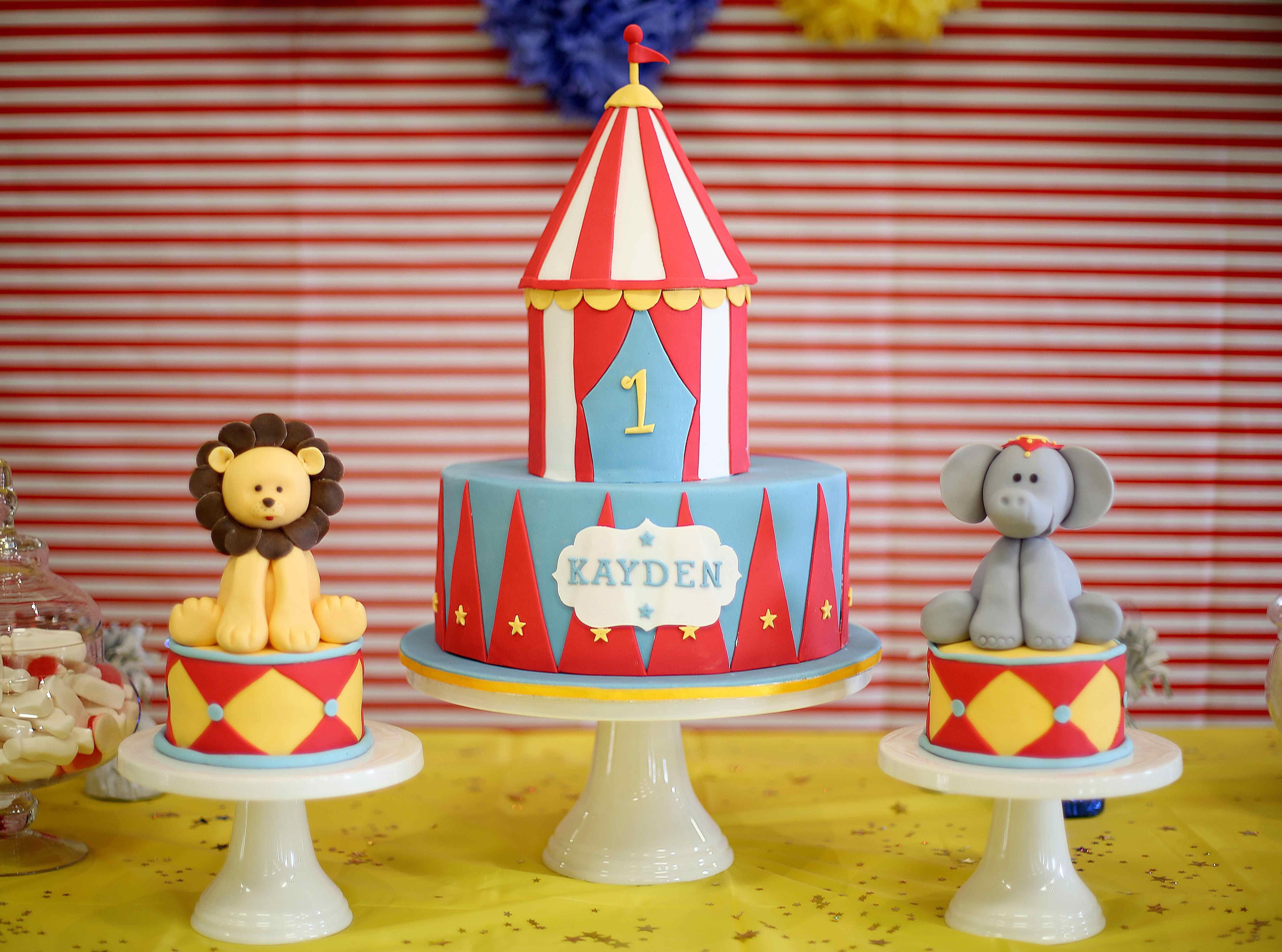 Circus Cake This So Cute Cakes Circus Cakes Carnival