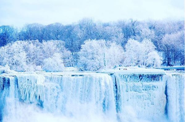 People Are Sharing Pics Of Frozen Niagara Falls And They Re