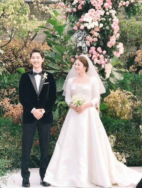 Song Song Couple S Agencies Give Reasons For Divorce Song Joong Ki To Take Small Break Koogle Tv Selebritas Pengantin Pernikahan