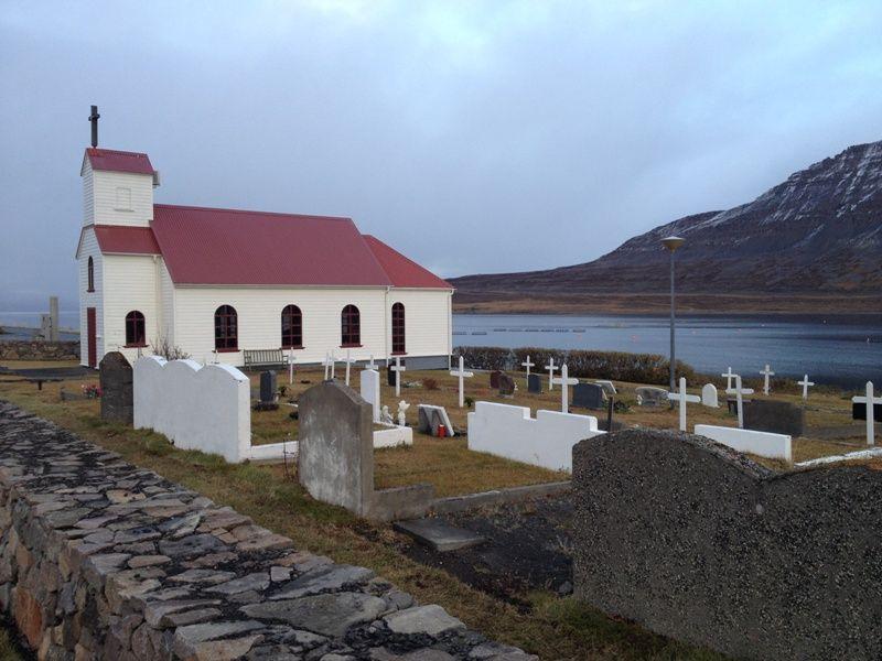 Iglesia a borde de mar en #Islandia #Iceland #otoñoenislandia