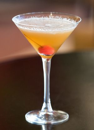 "Phoenix ""Play on a Manhattan"" - District American Kitchen and Wine Bar, Sheraton Phoenix Downtown | http://restaurant-hospitality.com/beverage-recipes/phoenix-play-manhattan?mid=pinterest"