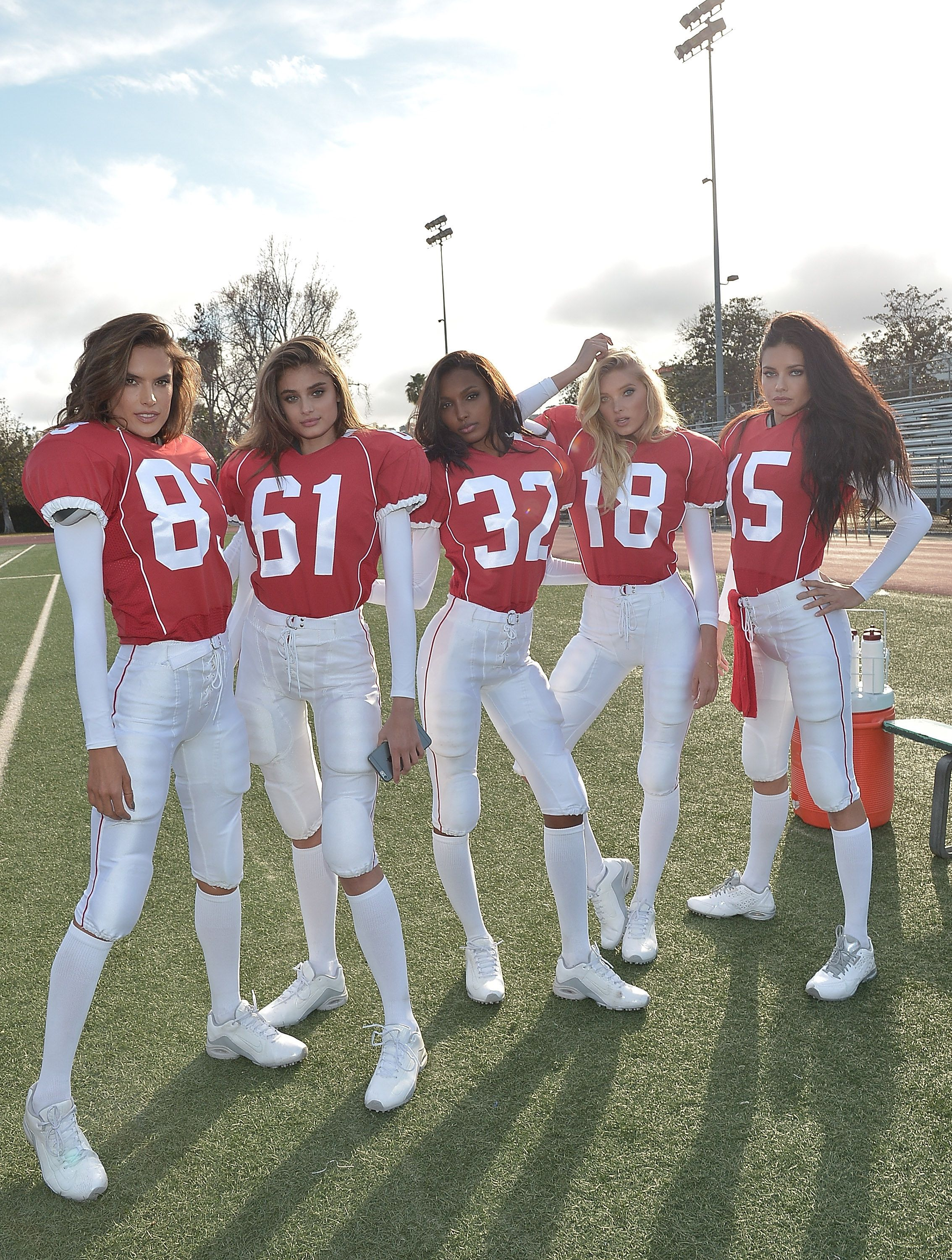 Football Player Halloween Costume.Watch The Victoria S Secret Angels Play The Most Glamorous Game Of Football Ever Halloween Costumes Friends Bff Halloween Costumes Cute Halloween Costumes