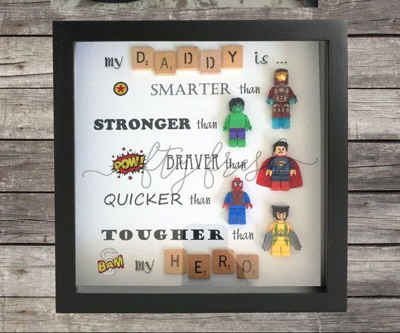umrahmt von superhelden lego wand display f r von. Black Bedroom Furniture Sets. Home Design Ideas
