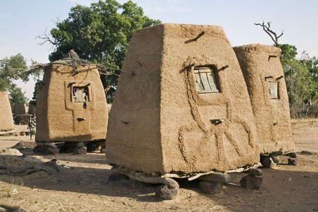 Bobo Village Millet granaries, Mopti, Mali | African house ...