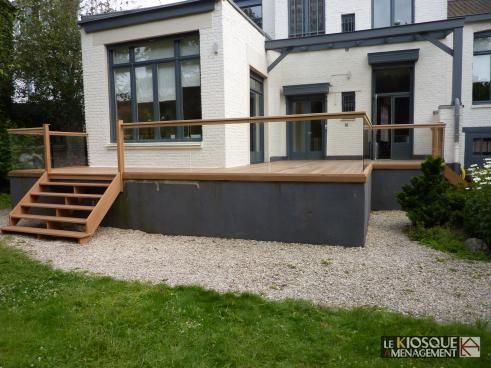 terrasse bois en hauteur avec garde corps et escalier le kiosque am nagement terrasse. Black Bedroom Furniture Sets. Home Design Ideas